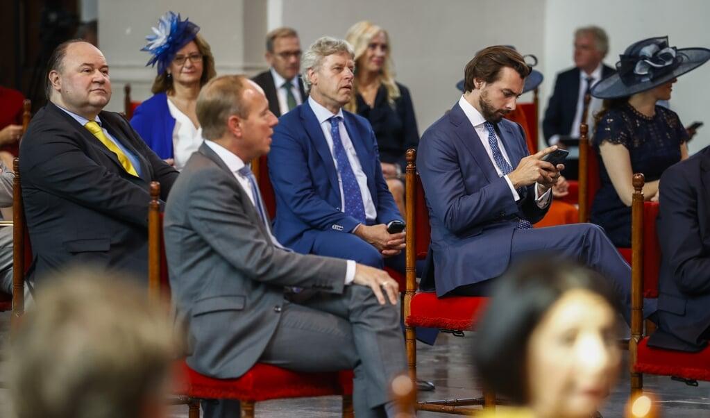 <p>Kamerleden Henk Otten, Kees van der Staaij en Thierry Baudet voorafgaand aan de troonrede op Prinsjesdag in de Grote Kerk.</p>  (anp / Koen van Weel)