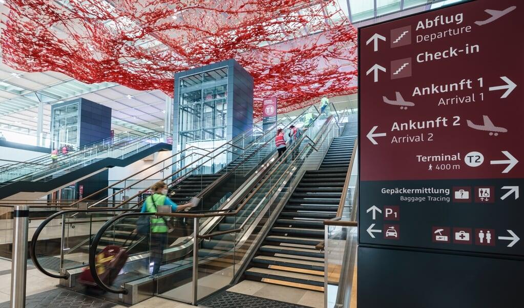 <p>De bouw van het vliegveld heeft geleden onder perfectionisme.</p>  (beeld epa / Clemens Bilan)