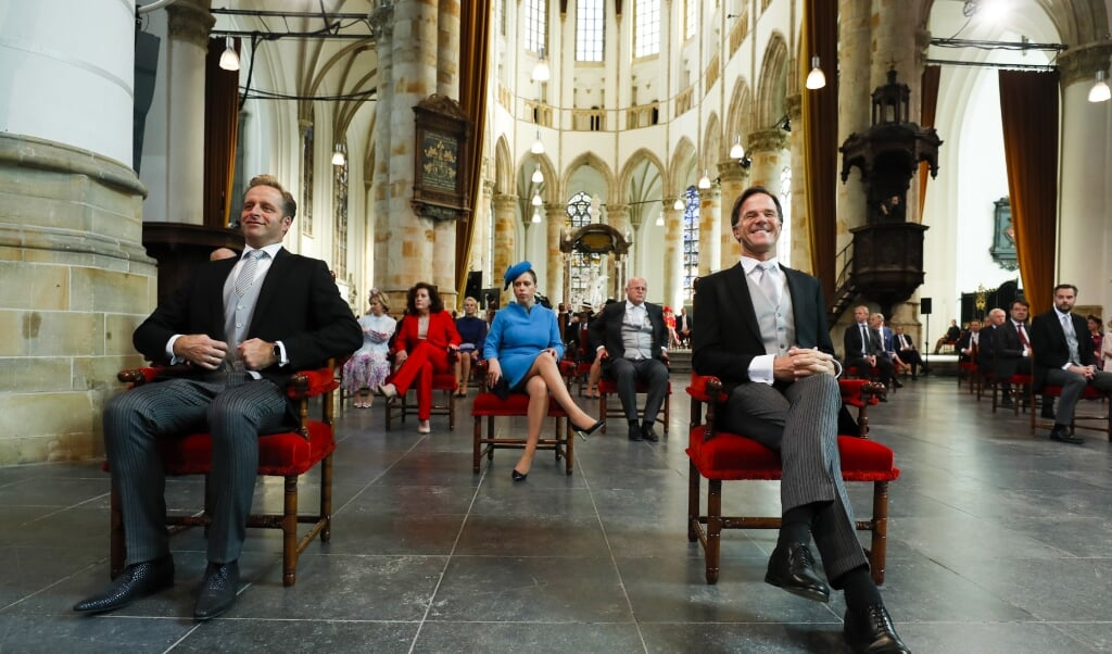 Hugo de Jonge - vicepremier en minister Volksgezondheid en Minister-president Mark Rutte in afwachting van de vergadering van de Staten-Generaal in de Grote Kerk op Prinsjesdag.  (beeld anp / Remko de Waal)