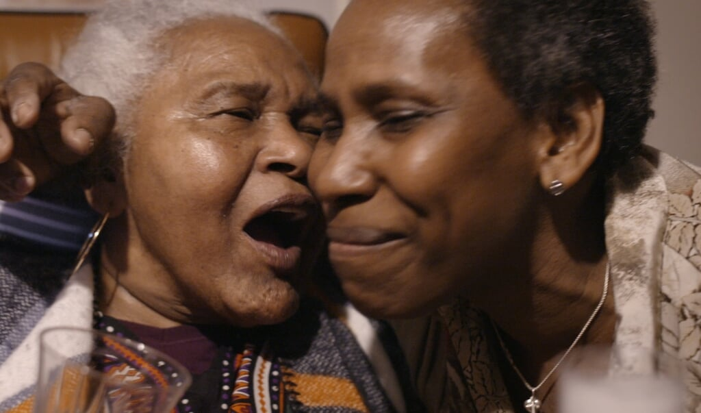 <p>Sc&egrave;ne uit de documentaire &#39;Moeder aan de lijn&#39;.</p>  (beeld Omroep Human)