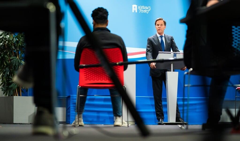 Premier Mark Rutte tijdens zijn persconferentie na de wekelijkse ministerraad. 'Ik ga Nederland niet smeken zich aan de coronamaatregelen te houden. We geven de feiten.'  (beeld anp / Bart Maat)