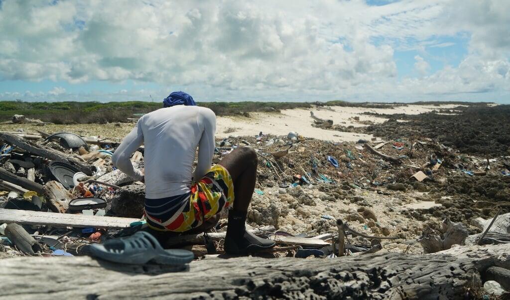 Lid van de schoonmaakploeg in 2019.  (beeld Thomas Zillhardt)