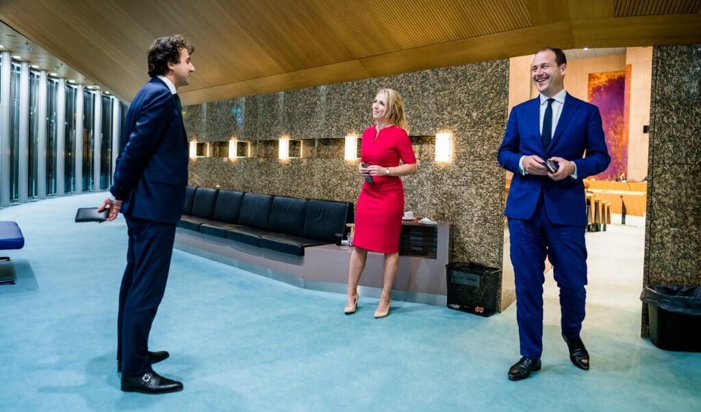 <p>Jesse Klaver (Groenlinks), Lilian Marijnissen (SP) en Lodewijk Asscher (PVDA) tijdens de eerste dag van de Algemene Politieke Beschouwingen, het debat na de troonrede op Prinsjesdag. Bij het debat over de hoofdlijnen van de miljoenennota en de rijksbegroting was door de coronamaatregelen maar een klein deel van het kabinet aanwezig. ANP BART MAAT</p>  (beeld anp / Bart Maat)