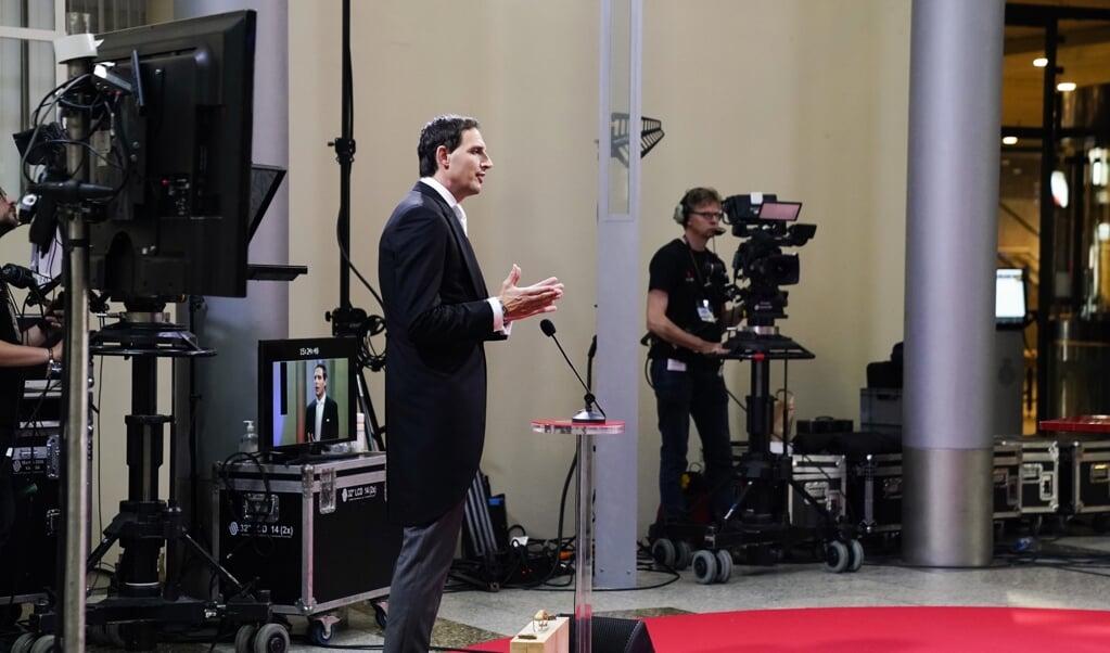 <p>Minister Wopke Hoekstra van financien staat op Prinsjesdag de pers te woord na afloop van de presentatie van de miljoenennota. Het begrotingsbeleid wijkt sterk af van dat tijdens de vorige crisis in 2008.</p>  (beeld anp / Phil Nijhuis)