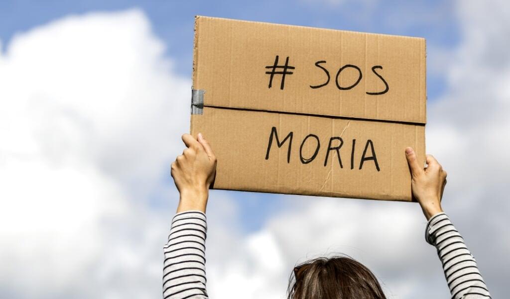 <p>Het kabinet moet volgens critici meer mensen uit vluchtelingenkamp Moria opvangen in Nederland.</p>  (beeld anp / Remko de Waal)