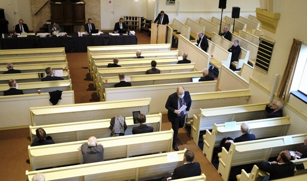 <p>De generale synode van de CGK kwam dinsdag bij elkaar in de Dorpskerk van Nunspeet. Belangrijkste besluit was om de beslissing over de vrouw in het ambt niet uit te stellen.&nbsp;</p>  (beeld Dick Vos)