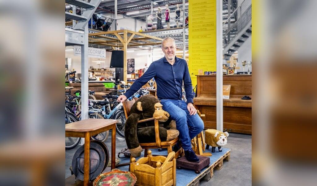 <p>Directeur Gert-Jan Dekker in de Haagse RataPlan-vestiging.</p>  (beeld Raymond Rutting)