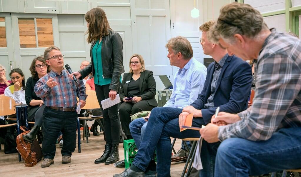 Tijdens een van de bijeenkomsten van de DNA-dialoog in Rotterdam spraken deelnemers over de vraag of het wenselijk is DNA in embryo's aan te passen.  (beeld Chris van Koeverden)