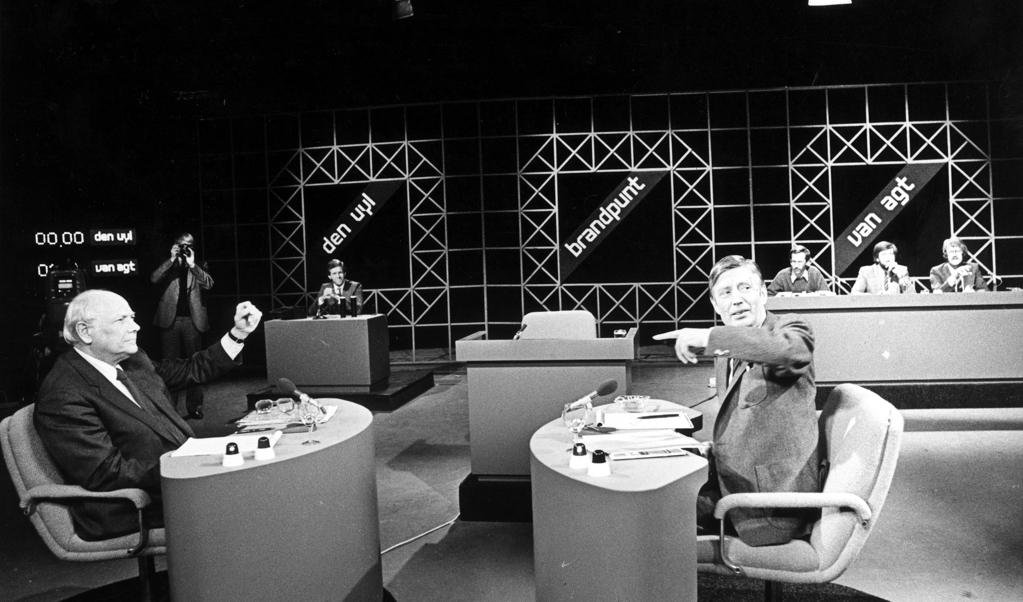 Den Uyl en Van Agt in debat, 1981.  (beeld anp)