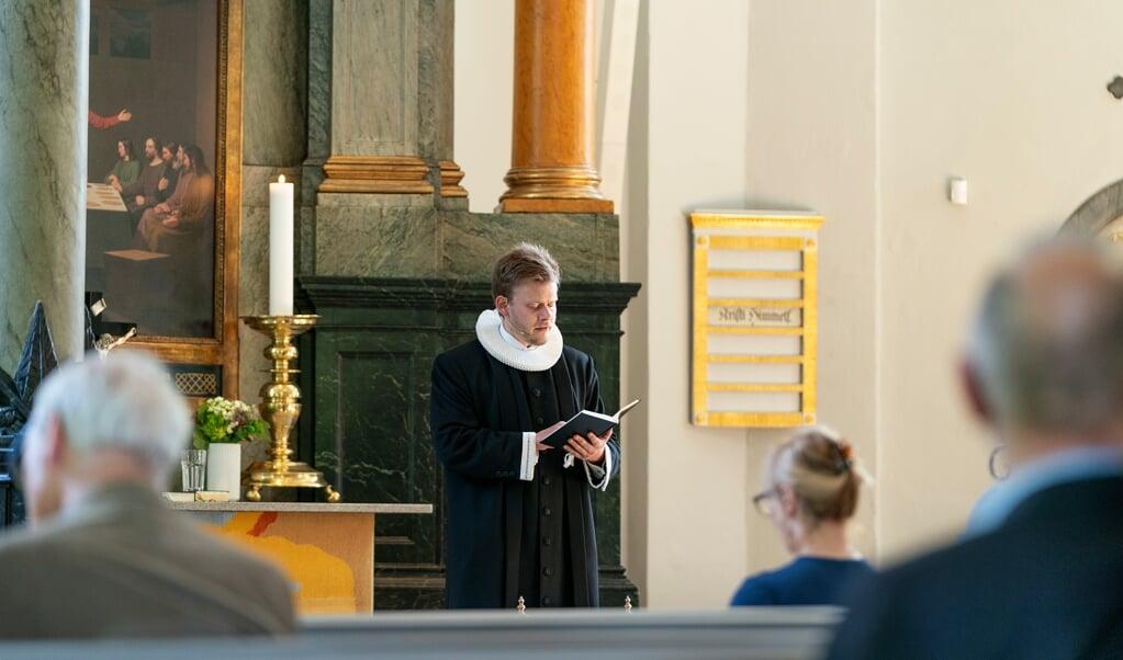 Een kerkdienst in de evangelisch-lutherse Frederiksbergkerk in Kopenhagen.   (beeld epa / Claus Bech)