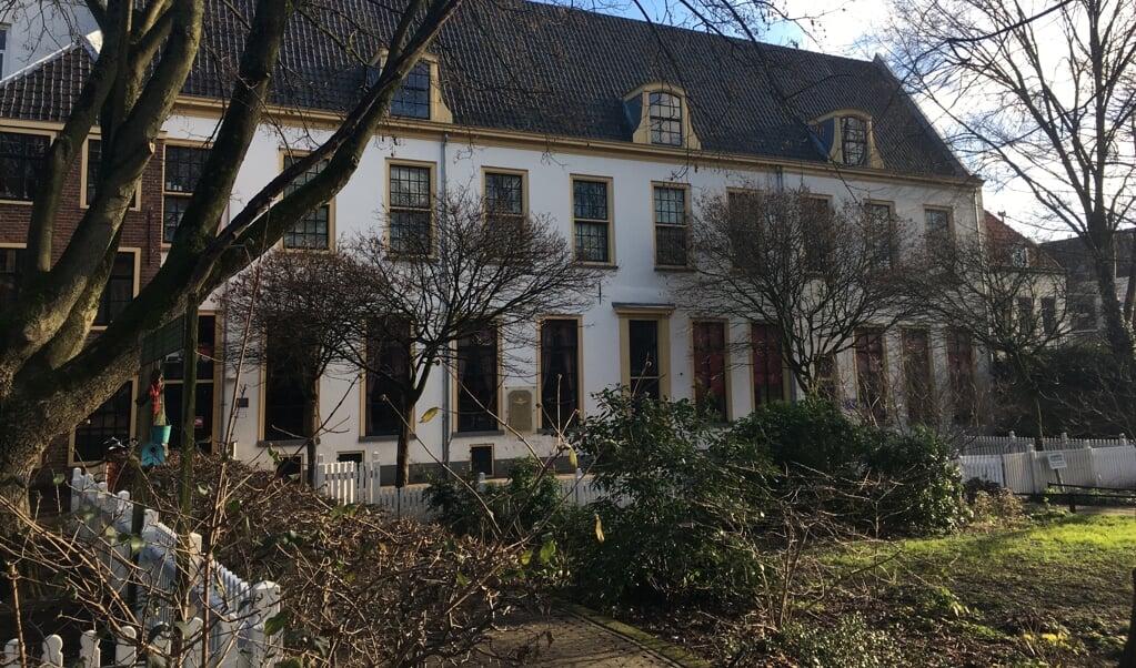 Voormalig Elisabethgasthuis en NS personeelshuis.  (beeld Klaas Vos)