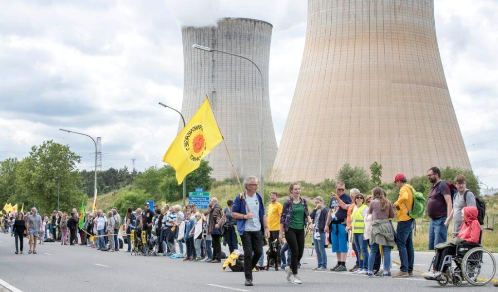 Protest bij de Belgische kerncentrale in Tihange, in de zomer van 2017.  (beeld anp / Marcel van Hoorn)