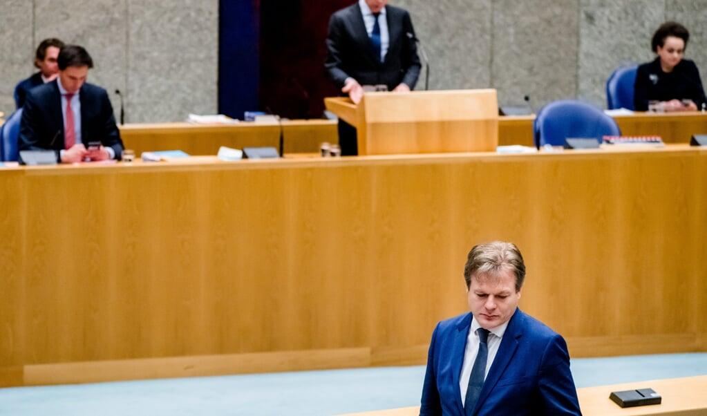 Demissionair minister-president Mark Rutte en Pieter Omtzigt (CDA) tijdens het Kamerdebat over het aftreden van het kabinet naar aanleiding van de toeslagenaffaire.   (beeld anp / Bart Maat)