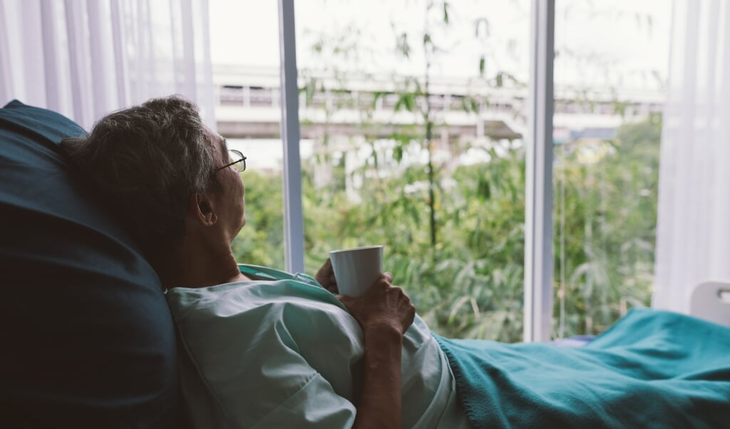 Geestelijk verzorgers kunnen een belangrijke rol spelen in het bijstaan van stervenden, omdat zij geleerd hebben om het 'uit te houden' en 'mee af te dalen in de put'.  (beeld iStock)