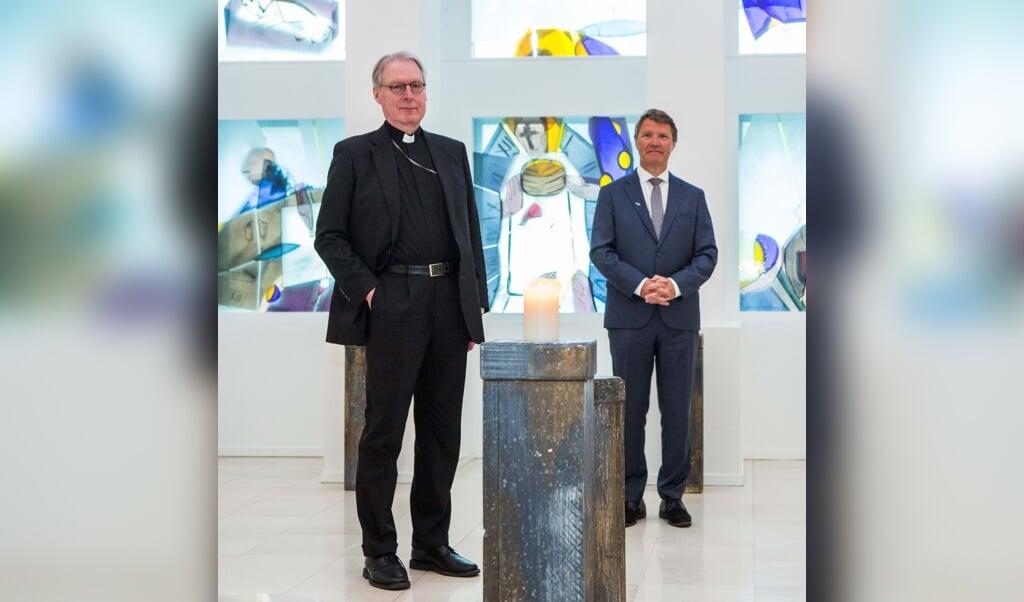 Bisschop Gerard de Korte (l.) en dominee René de Reuver waren ooit studiegenoten in Utrecht. 'Daar ben ik zelf de Bijbel gaan lezen', zegt De Korte, 'wat best uitzonderlijk was voor een katholiek.'  (beeld Ron Beenen)