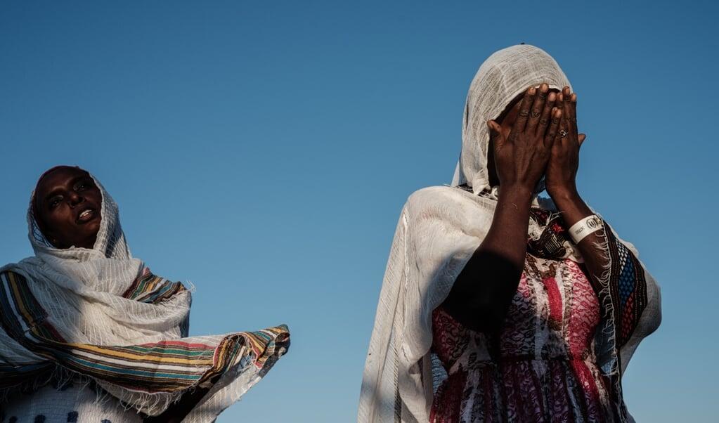 Thiopische vrouwen bij een Ethiopisch-Orthodoxe kerk in een vluchtelingenkamp.   (beeld afp / Yasuyoshi Chiba )