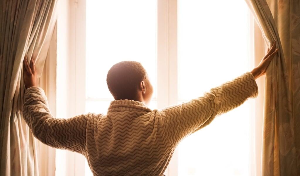 Zorg overdag, en vooral in de ochtend, voor een flinke hoeveelheid licht.   (beeld istock)