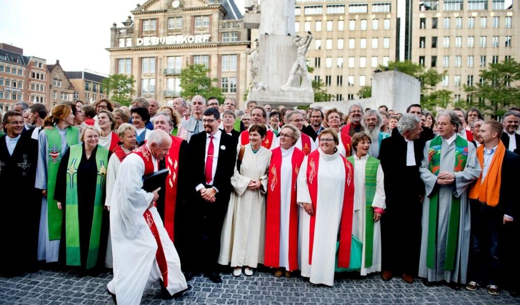 Archieffoto 2014: Op de landelijke predikantendag komen honderden dominees en kerkelijke werkers van de Protestantse kerk bijeen op de Dam in Amsterdam.  (beeld anp / Olaf Kraak)