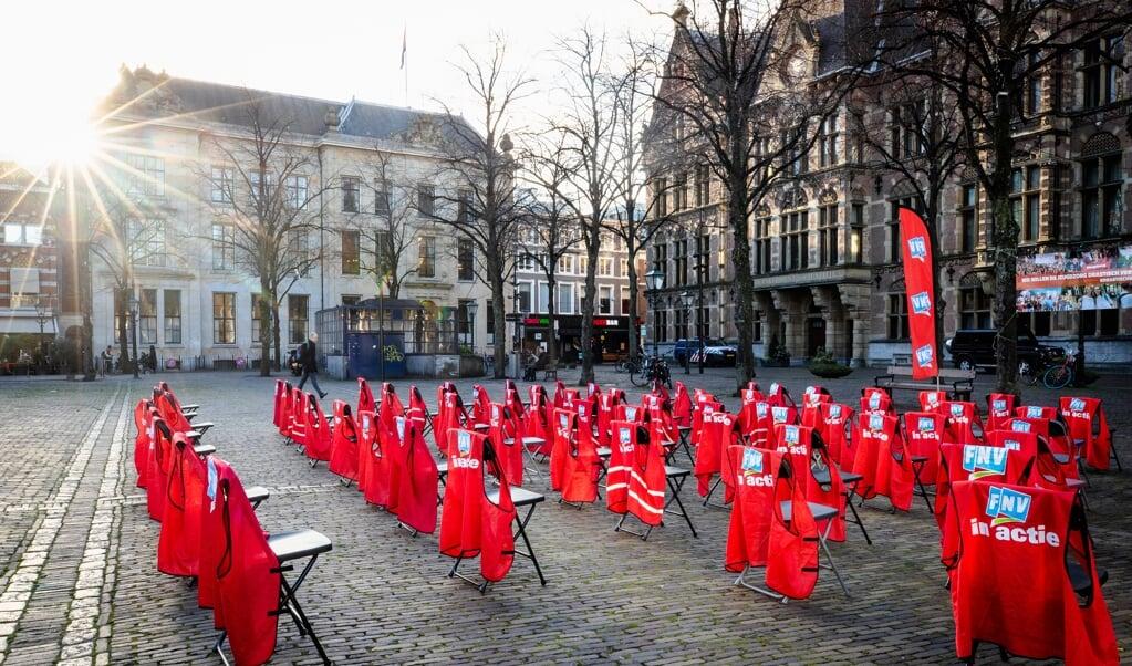 Jongeren van de vakbond FNV demonstreerden in november coronaproof in Den Haag tegen plannen hoe jongeren te begeleiden die chronisch of langdurig een achterstand hebben.  (beeld anp / Sem van der Wal)