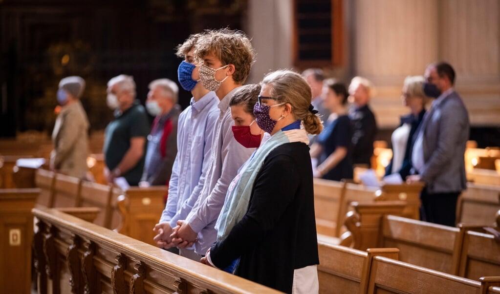 Een gebedsviering in de Dom van Berlijn.  (beeld afp / Odd Andersen)