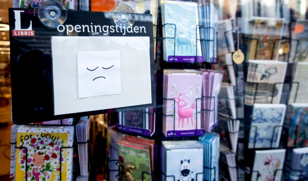 U mag bij onze boekhandel en PostNL-afhaalpunt wel een boek ophalen dat u bij bol.com hebt besteld, maar onze eigen boeken mag u niet afhalen.  (beeld anp / Koen van Weel)