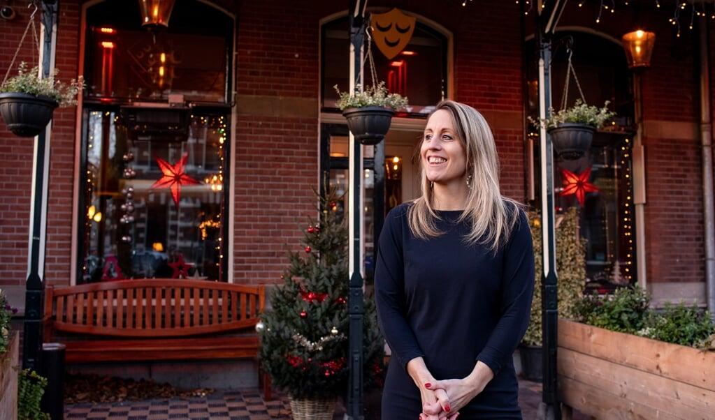 Mariëtte Mol is kroegbaas en dominee. 'Ik zie mijn café niet als pioniersplek, hoor. Al helemaal niet als vervanger voor de kerk.'  (beeld Dirk Hol)
