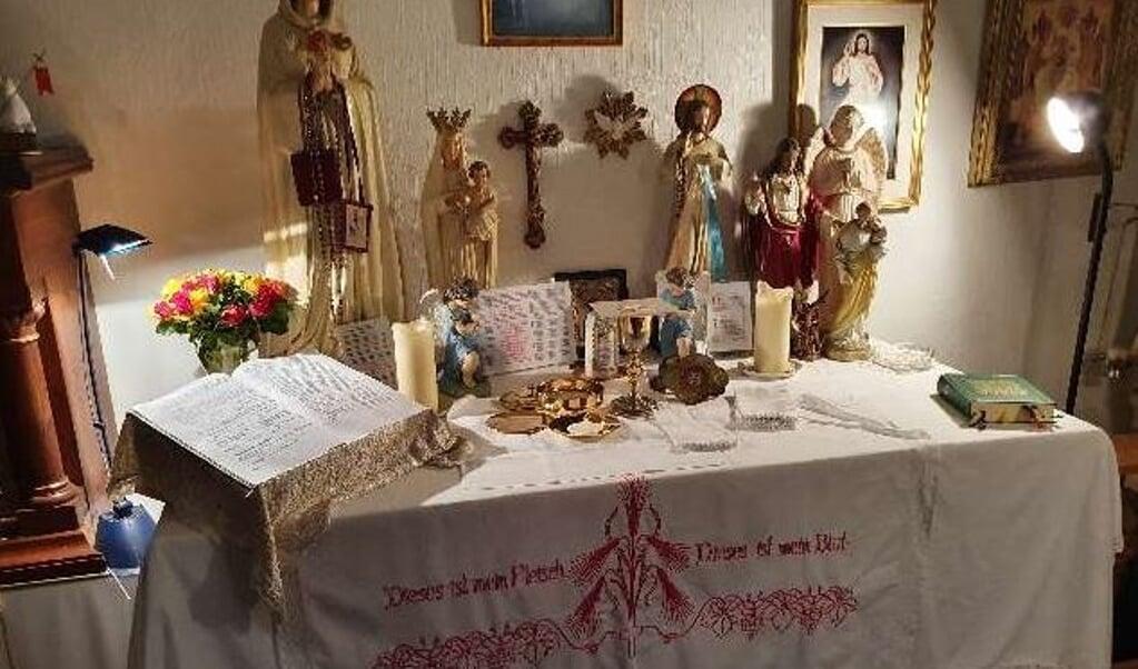 Het altaar met heiligenbeelden in de privéwoning te Aschendorf  (beeld Polizeiinspektion Emsland/Grafschaft Bentheim)