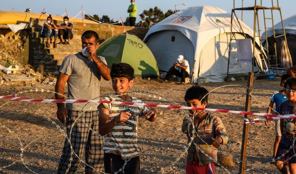 Vluchtelingen in kamp Kara Tepe op Lesbos.  (beeld epa / Vangelis Papantonis)