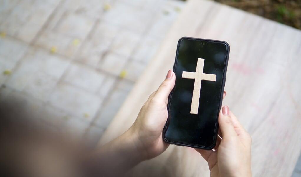 Welke bouwer van kerkapps je ook vraagt, in de kern zien ze allemaal twee doelen van hun product: het delen van informatie binnen kerken vereenvoudigen en de onderlinge band tussen leden versterken.   (beeld Getty Images/iStockphoto)