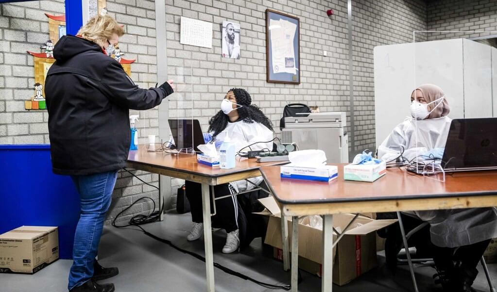Inwoners van de gemeente Lansingerland worden getest op het coronavirus.   (beeld anp / Remko de Waal)