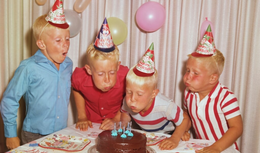 Boys Celebrating at a Birthday Party  (beeld getty)