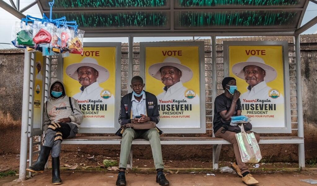 President Yoweri Museveni teert nog steeds op het feit dat hij de bevolking heeft bevrijd van de Idi Amin.   (beeld afp / Sumy Sadurni)