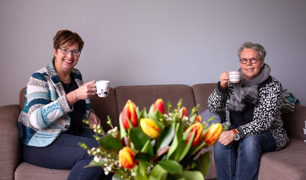Mariet Baaij (r.) en Larinda Bok verloren elkaar na hun jeugd uit het oog.  (beeld Dirk Hol)