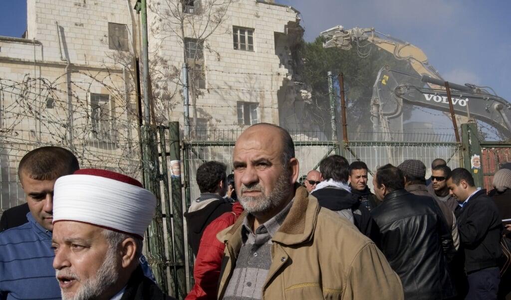 Palestijnse woede bij de sloop van het Shepherd-hotel in januari 2011, precies tien jaar geleden.  (beeld afp / Ahmad Gharabli)