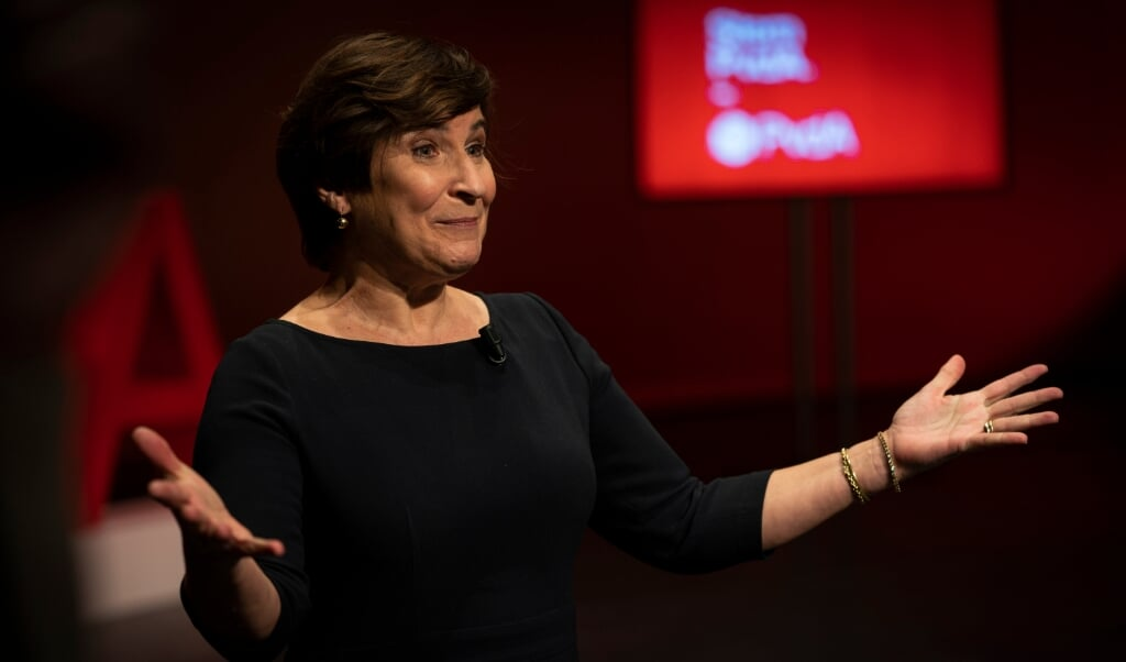 Lilianne Ploumen is de nieuwe lijsttrekker van de PvdA bij de Tweede Kamerverkiezingen. Ze staat bekend als een Kamerlid dat geregeld activistisch ten strijde trekt, bijvoorbeeld voor vrouwenrechten.  (beeld anp / Jeroen Jumelet)
