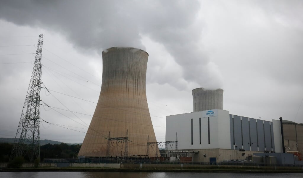 2017-10-08 10:45:14 epa06251929 An outside view of the Electrabel-Engie nuclear power plant in Tihange, Belgium, 08 October 2017. On June 25, 2017, 50000 citizens made their way through 90 km from Tihange to Aachen via Liege and Maastricht with the hands clenched in a long human chain to demand the immediate cessation of the reactors Tihange 2 and Doel 3.  EPA/JULIEN WARNAND  (beeld Epa/julien Warnand)