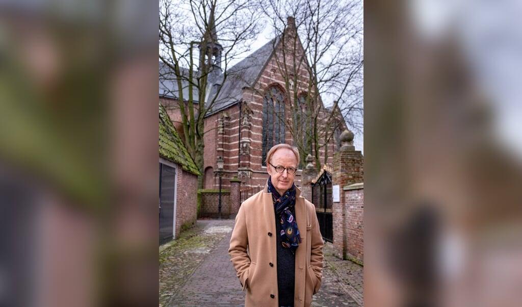 Frans Willem Verbaas bij de Grote- of Catharijnekerk in Heusden.   (beeld Dirk Hol)