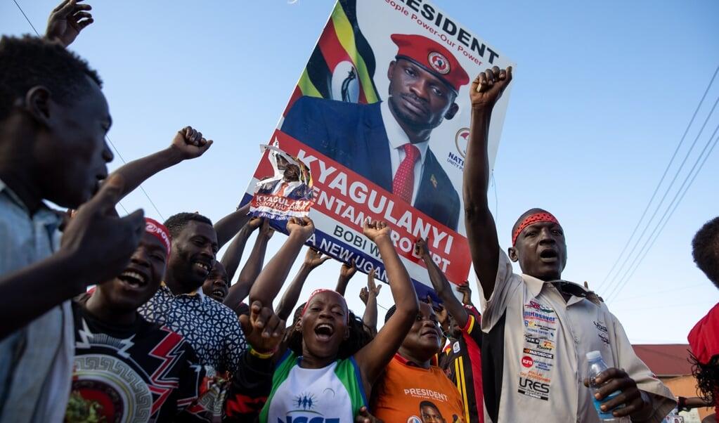 Robert Kyagulanyi Ssentamu, ook bekend als zanger Bobi Wine, is populair bij de jeugd.   (beeld epa)