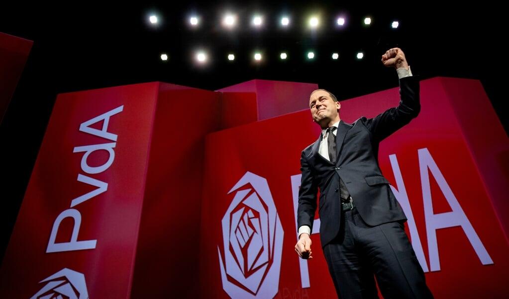 Politiek leider Lodewijk Asscher tijdens een toespraak op het congres van de PvdA.  (beeld anp / Koen van Weel)