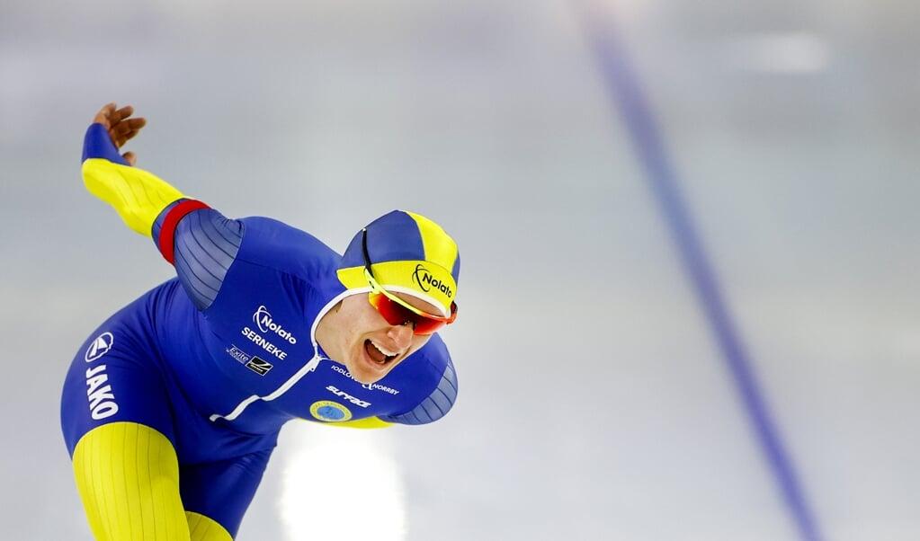 Nils van der Poel op weg naar het wereldrecord op de 10.000 meter in Thialf.  (beeld anp / Koen van Weel)