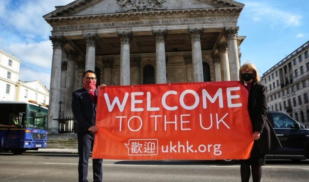 Krish Kandiah en de bisschop van Londen, Dame Sarah Mullally, bij de presentatie van UKHK.   (beeld ukhk)