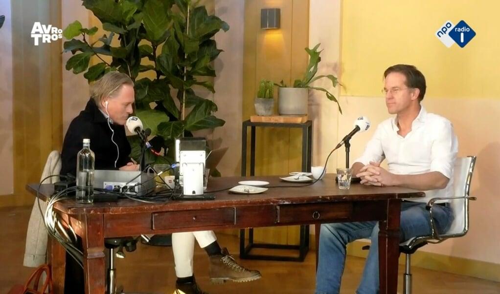 Jort Kelder interviewt zijn vriend Mark Rutte.  (beeld avrotros)
