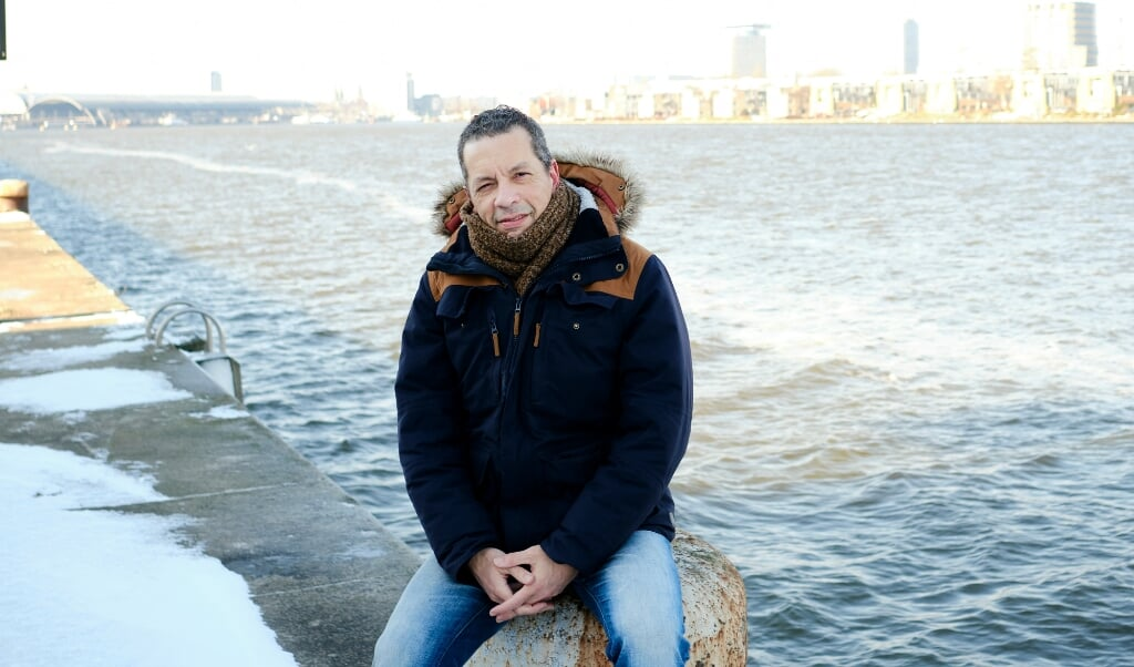 Marcel van Kanten op Java-eiland in Amsterdam. 'Ik noem mezelf nu wereldburger, die affiniteit heeft met veel verschillende culturen.'  (beeld Dick Vos)