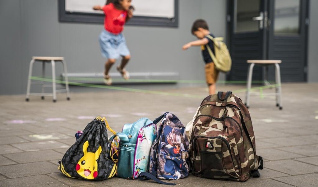 De kinderen op de foto zitten niet op basisschool Oostelijke Eilanden.  (beeld anp / Siese Veenstra)