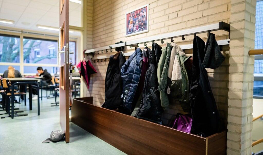 Ook tijdens deze lockdown zijn basisscholen open. Onder meer voor opvang van kinderen die ouders hebben met een cruciaal beroep.   (beeld anp / Bart Maat)