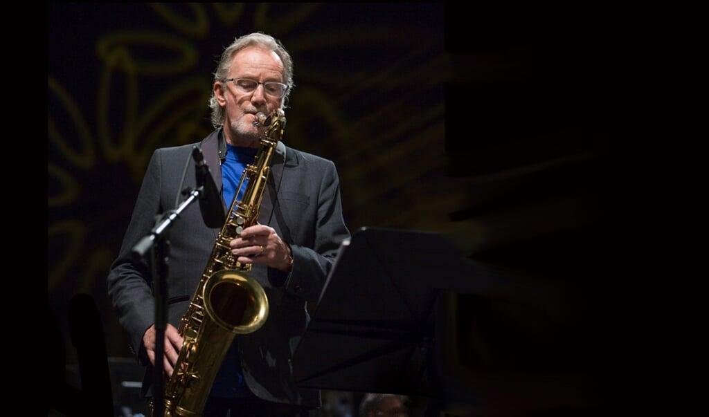 John Helliwell in actie met zijn saxofoon.  (beeld Challenge Records)