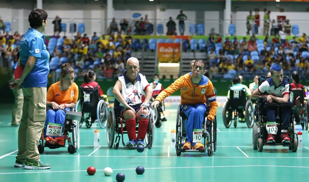 Daniel Perez (tweede van rechts) tijdens een wedstrijd boccia tegen Engeland op de Paralympische Spelen in 2016.   (beeld anp / Henk Jan Dijks)