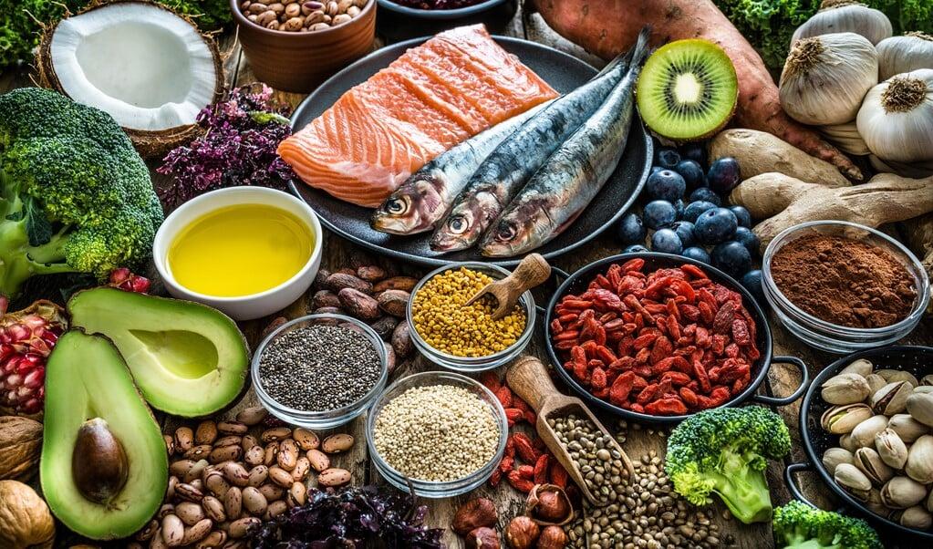 Omega 3-vetzuren zitten in vette vis, maar ook in noten, sommige plantaardige olie en in groente en fruit.   (beeld istock)