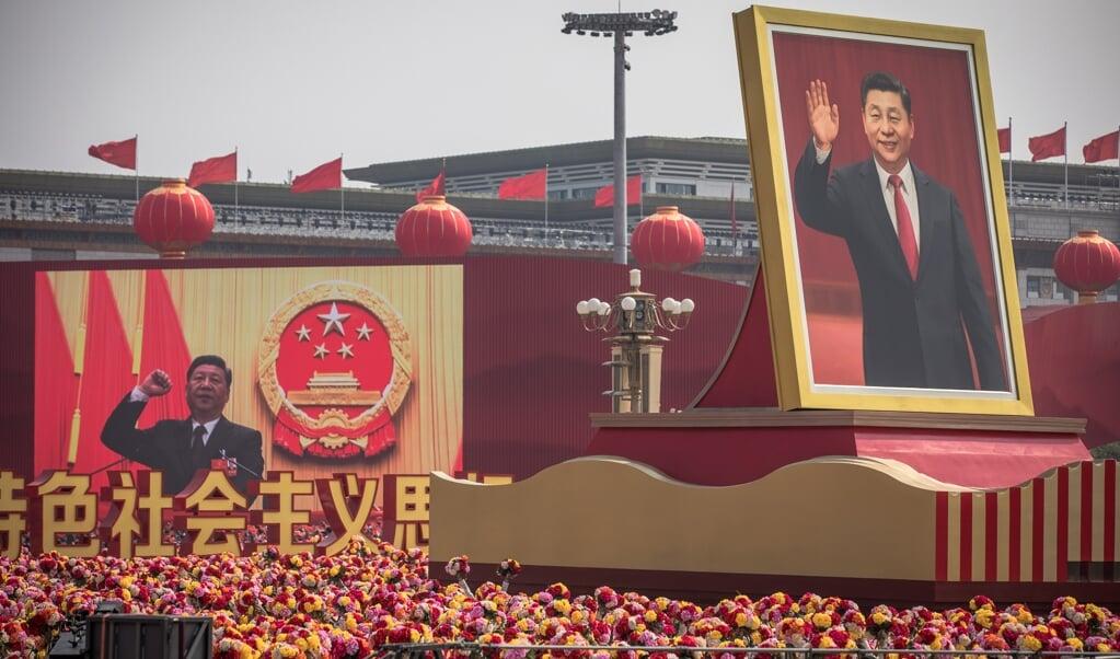 De langdurige en felle competitie tussen China en het democratische Westen draait sterk om de persoon en de strategie van president Xi Jinping, die een uitgekiende, autocratische langetermijnstrategie volgt maar ook steeds meer dictatoriale trekken vertoont.  (beeld epa / Roman Pilipey)