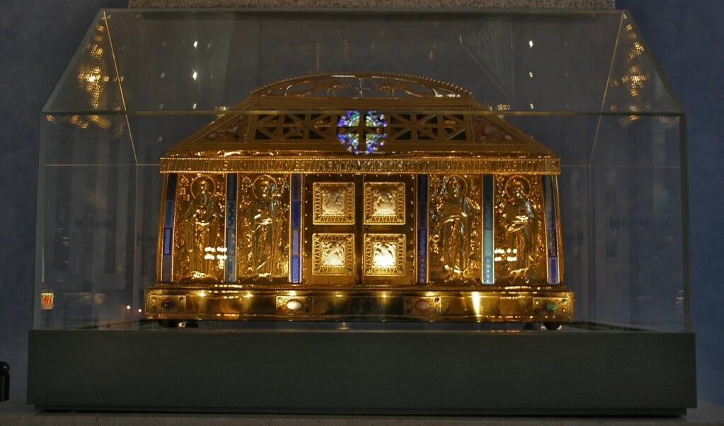 Schrijn met de relieken van de heilige Hildegard van Bingen in de parochiekerk van Eibingen.  (beeld wikipedia)